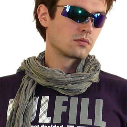 Авторский комментарий: завязать красиво мужской шарф.