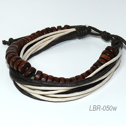 мужской кожаный браслет с деревянными четками